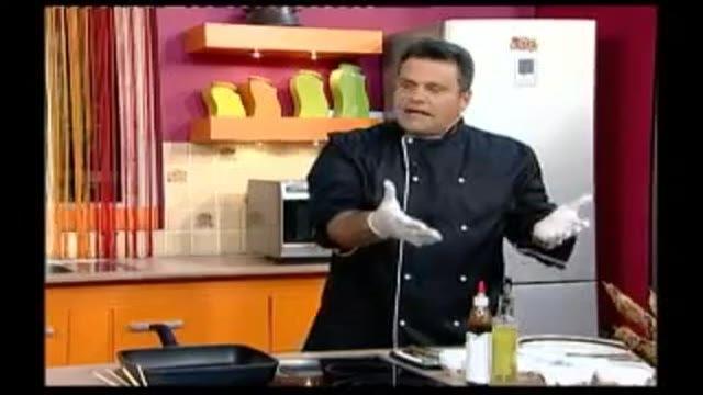 کباب چوبی مرغ با سس باربیکیو و عسل و کنجد