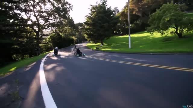 سه چرخه و تک چرخه سوارهای حرفه ای در خیابان