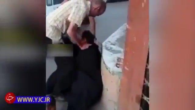 رو شدن دست گدای قلابی با پوشش زنانه توسط چند جوان در تهران!