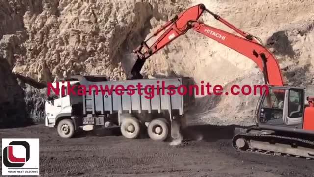 بارگیری از معدن گیلسونایت (قیر طبیعی) به کارخانه