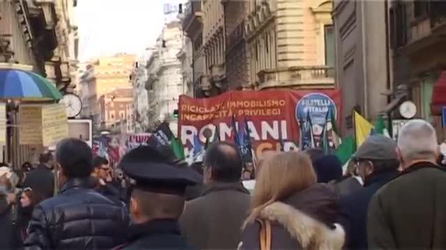 تظاهرات ضد اروپایی مردم ایتالیا
