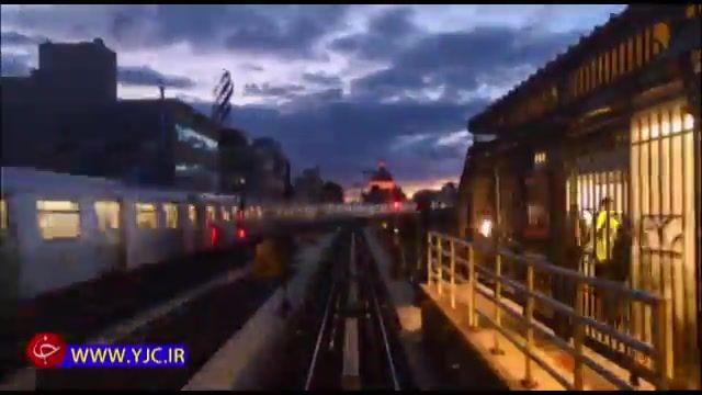 تایم لپس حرکت قطار نیویورک بین ساختمانهای شهر بروکلین به منتهن