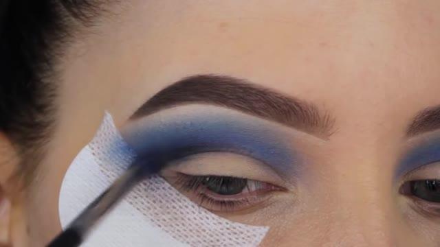 سایه زدن چشم مدل رنگین کمان (ترکیب رنگ بنفش)