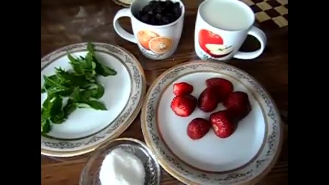 اسموتی توت فرنگی و توت سیاه - آشپزی از اینجا تا آنجا