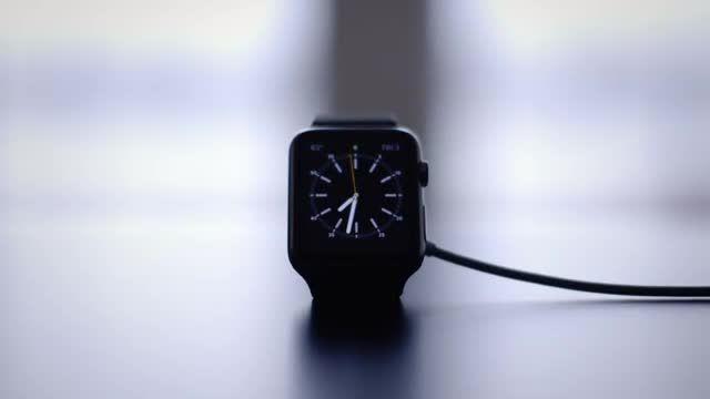 نقد و بررسی ویدیویی ساعت هوشمند Apple Watch