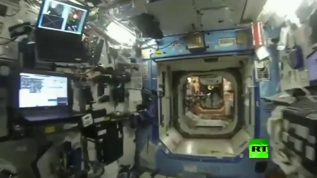 گردش چند دقیقه ای به داخل فضاپیمای روسی !!!