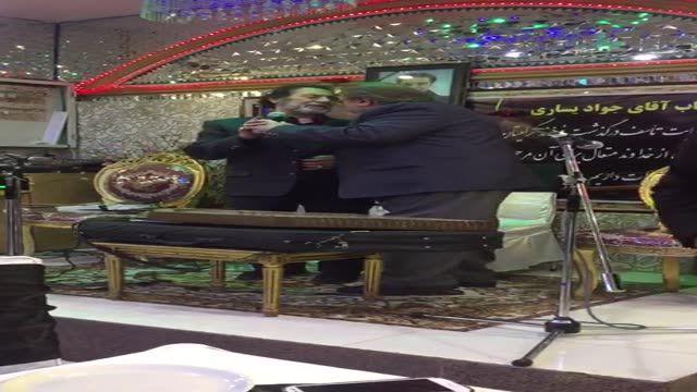 غزل خوندن جواد یساری در چهلم فرزندش در کنار حمید مهدوی