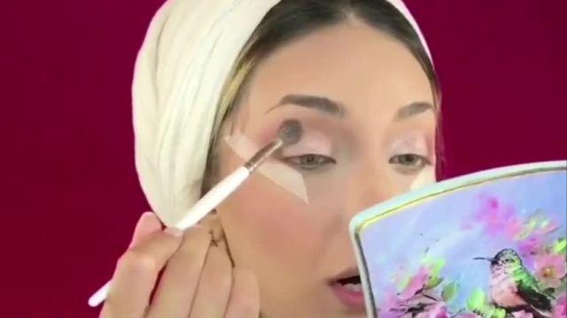 آموزش گریم و آرایش صورت به سبک لایت