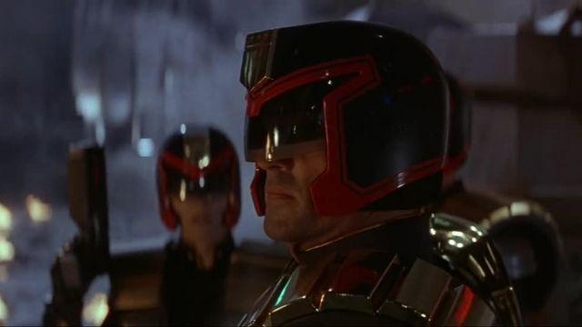 فیلم اکشن تخیلی  قاضی درد – Judge Dredd 1995 استالونه کانال sekoens@